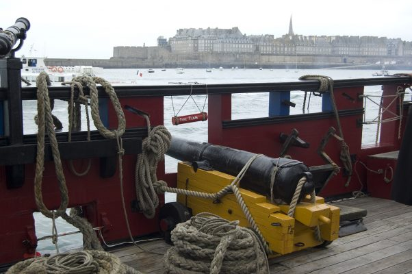 Saint-Malo sous la menace des canons du Grand Turk.